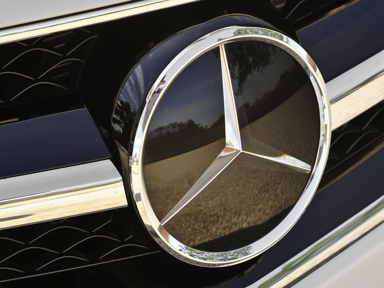 Mercedes Logo Mercedes Benz Car Symbol Meaning And History Car Brands Car Logos Meaning And Symbol